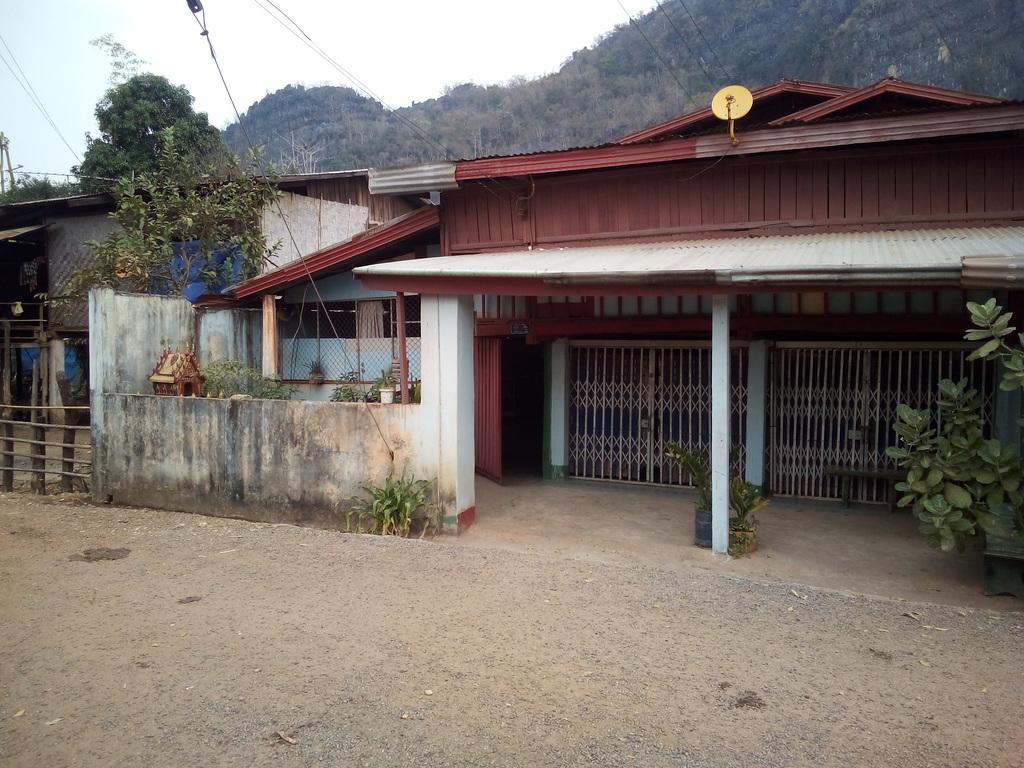 Bienvenue à Ban Tham (Laos)