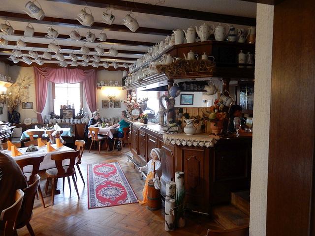 06 Halt der Kaffeekannen- Gasthof - sehr originell