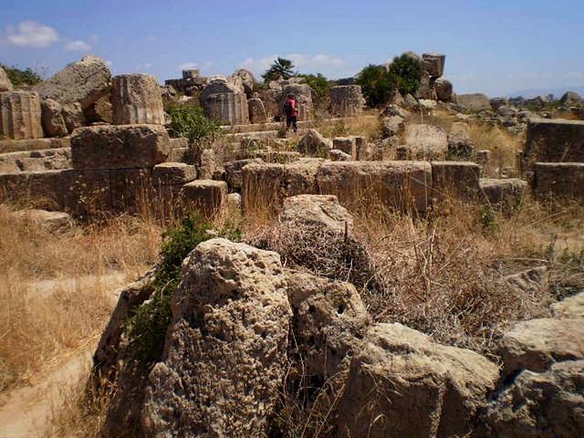 Ruins of acropolis' walls.