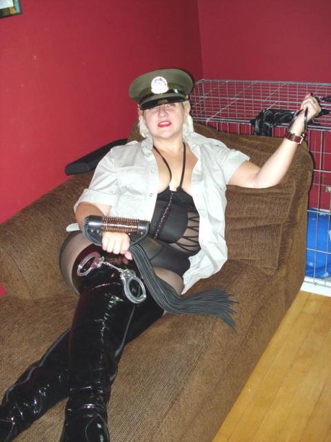 Madame Caliente fait sa loi / Lady Caliente rules the game