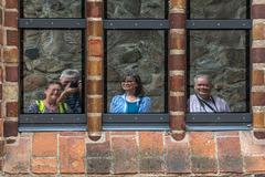 Multiples Fenstergucken Selfie