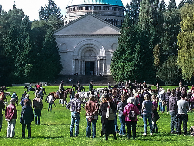 20150926 133806Hw [D~SHG] Schleppjagd, Mausoleum, Bückeburg