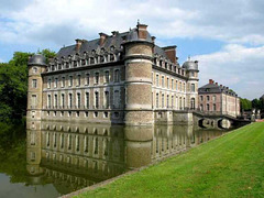 Belgique/België/Belgium : Beloeil se mirant dans ses douves