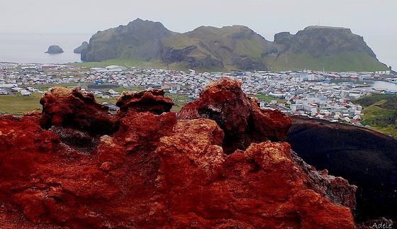 Vestmannaeyjar red rocks