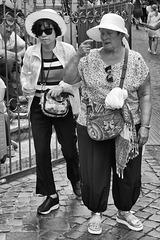 Touristes en mouvement.