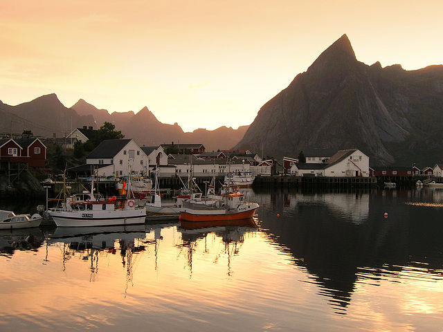 Golden hour at Skagen bay, Hamnoya island near Reine