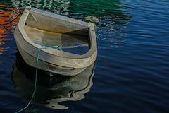 Un nègue-chien dans le port de Carro..................(on black).