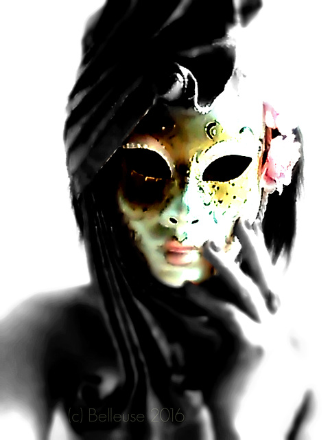 Kiss the mask if you are not afraid/Fear has big eyes !