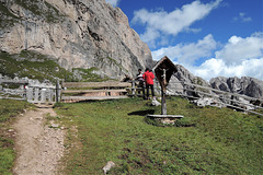 Seceda-Wanderung - HFF - mit Felsen, Esel und Kruzifix + 1 PiP