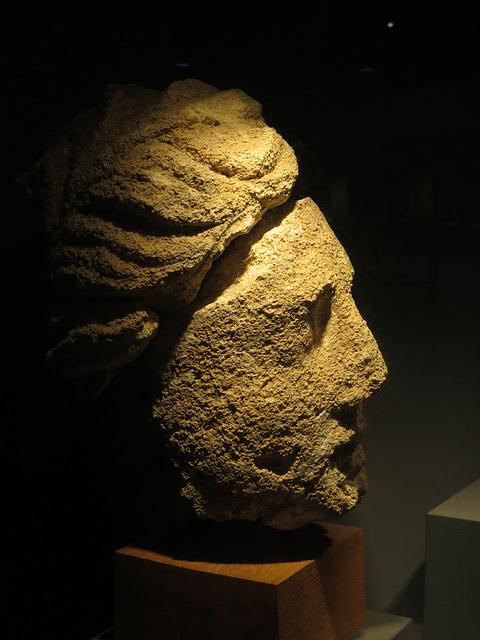 Jublains : tête de divinité.
