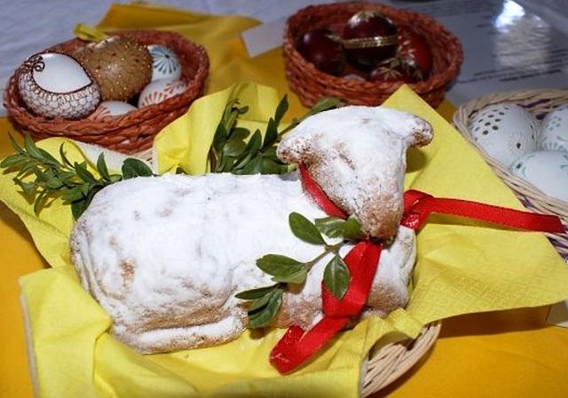 Paska virŝafido - tradicia kaj nemalhavebla dolĉa festoornamaĵo en Ĉeĥio