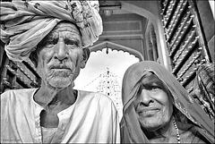 Cadrage peu orthodoxe pour couple d'hindouistes