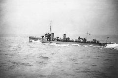 HMS Hunter H35