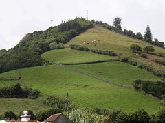 Monte das Cruzes (Crosses' Mount).