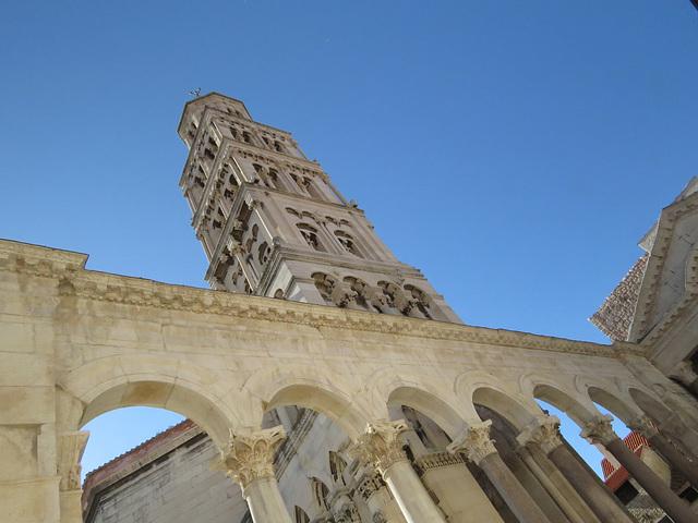 Split : arcades du péristyle.