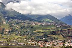 Blick vom Marlinger Waalweg hinüber auf Dorf Tirol