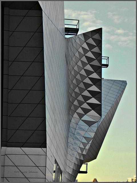 Abstract ... drei Balkone