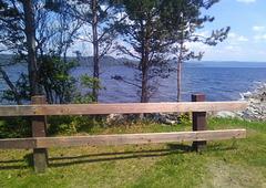 Fjord et clôture de bois / Wooden fence and fjord