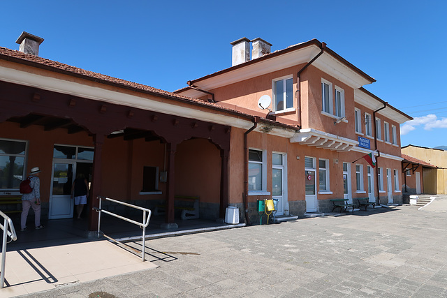 Razlog railway station