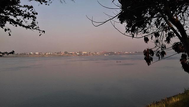 Pêcher en solitaire sur le Mekong