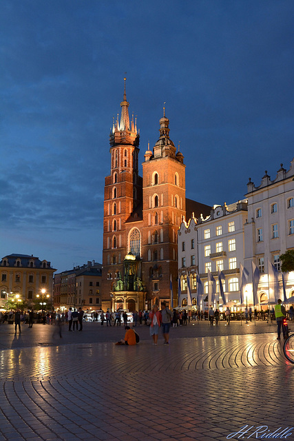 Krakow and its old main square at night