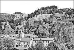 Arlempdes (43) 5 juin 2017. Le village et le château.