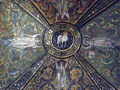 Agnus Dei dans une coupole (mosaïque), Ravenne