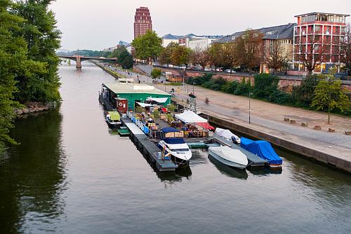 Yachtklub am Mainufer --bootsanleger-01452-co-09-09-16