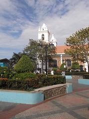 Iglesia y farola / Église et lampadaire