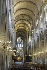 TOULOUSE (France) l'intérieur de la Basilique Saint Sernin.