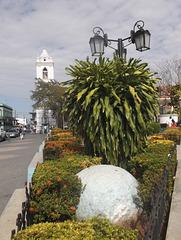Église et lampadaire / Iglesia y farola
