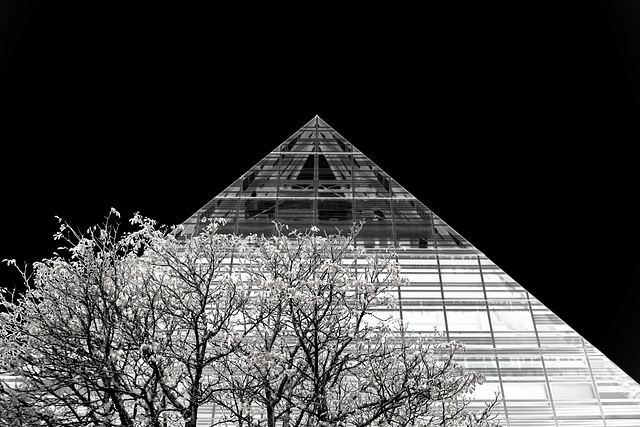 Pyramide für Bücher