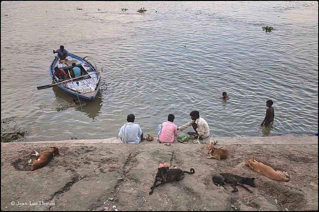 Une fin de journée sur les rives du Gange