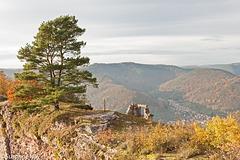 Herbst auf der Burgruine Neuscharfeneck
