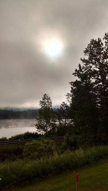 Les efforts d'un soleil boudé par les nuages