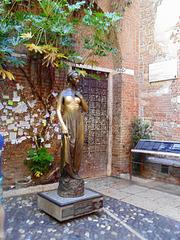 Julia in Bronze