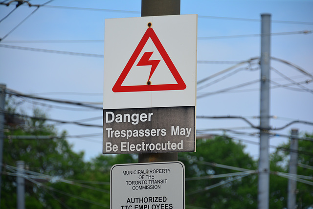 Canada 2016 – Toronto – Tresspassers May Be Electrocuted
