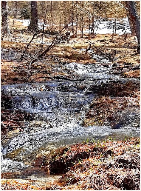 SAUZE D'OULX : Questo fenomeno si chiama 'disgelo' di primavera -  a 1800 m.