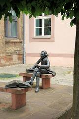 Vor der Universitätsbibliothek Göttingen