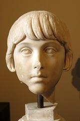 A Rome (Italie), jeune fille, peut-être la fille de Marc Aurèle