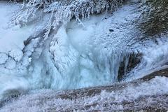 gefrorenes Strudelloch