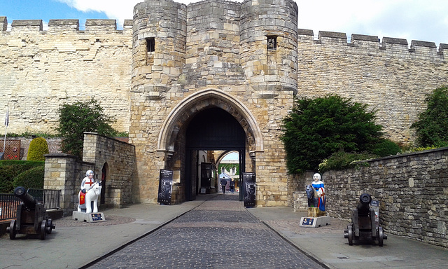 Lincoln Castle and two Knights from the Knights trail