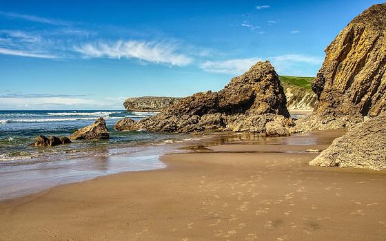 Rincón en la Playa de Gerra y Merón.  Cantabria.