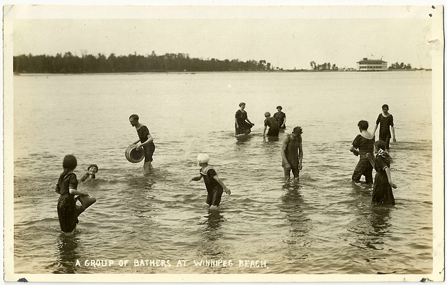 WB0074 WPG BEACH - A GROUP OF BATHERS