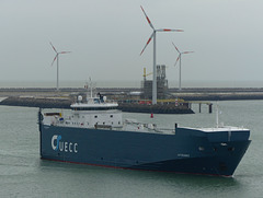 UECC Autorunner arriving at Zeebrugge (2) - 31 May 2015