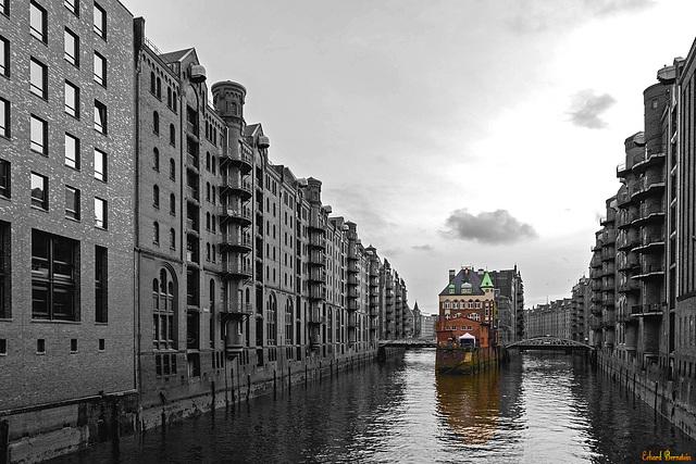 Trübes Wetter, aber das Wasserschloss macht Hoffnung!