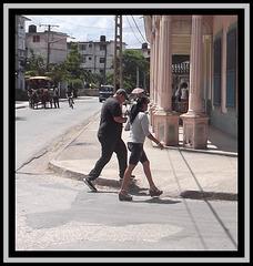 Cubaine à la démarche émoustillante -Recadrage