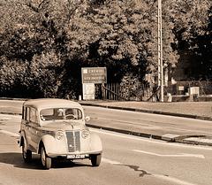 Crémieu (38) 6 septembre 2015. Passage de voitures anciennes près de chez moi.