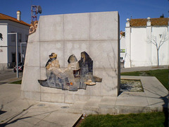 Monument to the weavers of traditional tapestries.