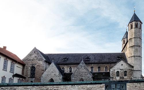 Die Stiftskirche St. Anastasius und St. Innocentius zu Bad Gandersheim mal von einer anderen Seite.